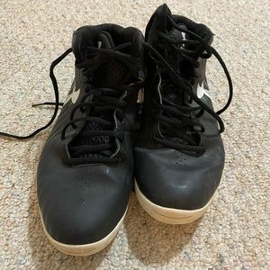 Black Under armor sneakers/basketball shoes